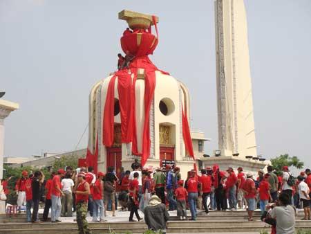 タイ 反独裁民主戦線 赤シャツ隊 反政府集会