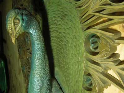 プラスチック & メタル製の立体的な孔雀のオブジェ