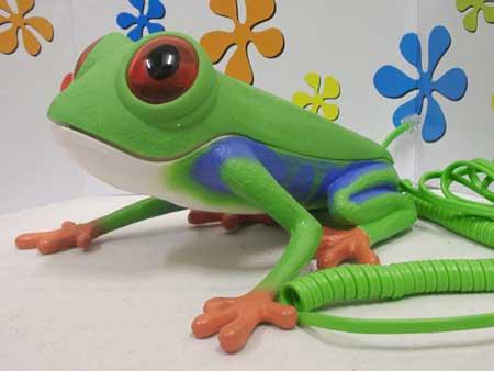 赤く目が光るカエルの電話機